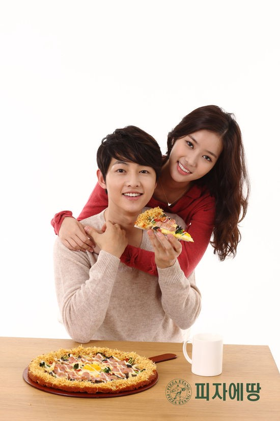 Tags: K-Drama, Song Joong-ki, Im Soo-hyang, Hug, Cup, Table, Hug From Behind, Duo, Pizza, Food, Pizza Etang