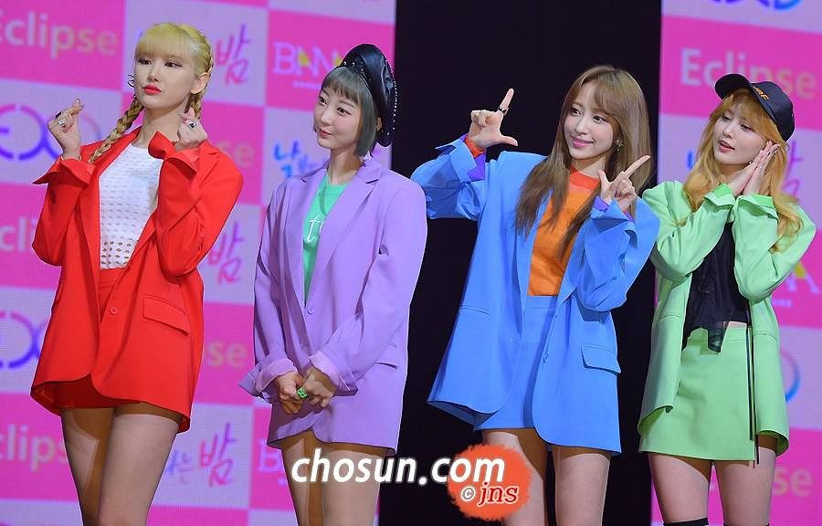 Tags: K-Pop, EXID, Park Junghwa, Le, Seo Hyerin, Hani, Orange Shirt, Checkered, Bare Legs, Four Girls, Green Shirt, Checkered Background