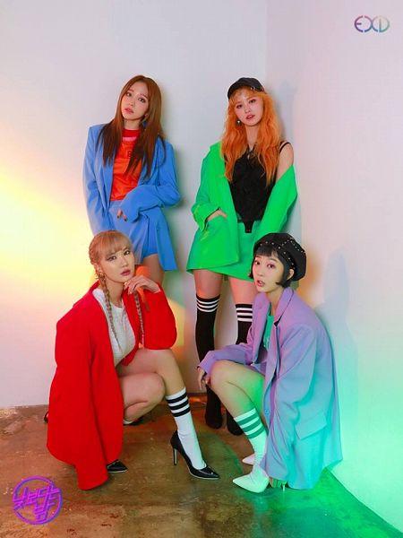 Tags: K-Pop, EXID, Park Junghwa, Seo Hyerin, Le, Hani, Quartet, Four Girls, Braids, Twin Braids, Light Background