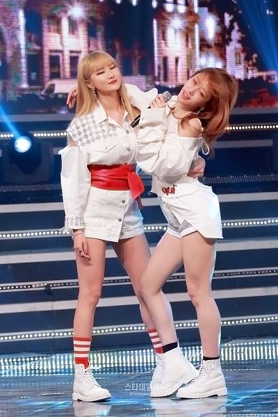 Tags: K-Pop, EXID, Le, Hani, Two Girls, White Footwear, Looking Ahead, White Outerwear, Eyes Closed, Duo, Bare Legs, White Jacket