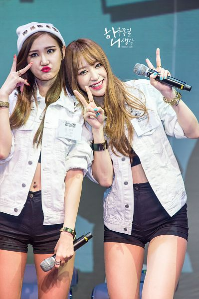 Tags: K-Pop, EXID, Le, Hani, Looking Up, Piercing, Black Shorts, Hat, Red Lips, Pouting, Midriff, White Jacket