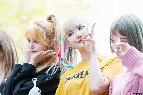 Tags: K-Pop, EXID, Le, Seo Hyerin, Park Junghwa, Hair Bow, Medium Hair, Hair Up, Three Girls, Red Hair, Bow, Ponytail