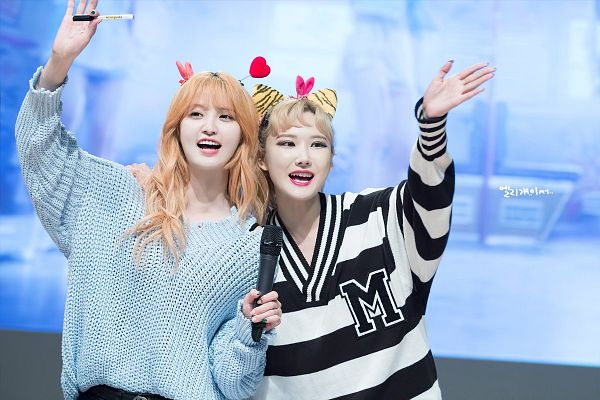 Tags: K-Pop, EXID, Le, Park Junghwa, Red Hair, Looking Up, Striped, Striped Shirt, Sweater, Looking Away, Two Girls, Blue Background