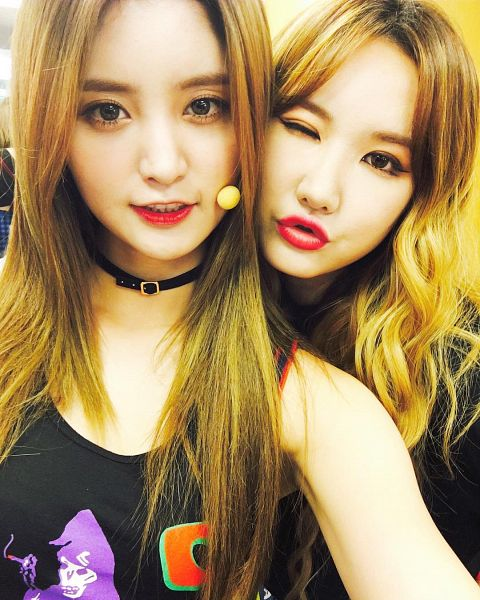 Tags: K-Pop, EXID, Park Junghwa, Le, Choker, Pouting, Two Girls, Wink, Duo, Sleeveless, Bare Shoulders, Sleeveless Shirt