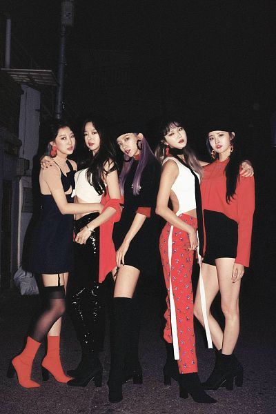 Tags: K-Pop, EXID, Park Junghwa, Le, Seo Hyerin, Hani, Heo Solji, Full Body, Red Shirt, Arm Around Shoulder, Hat, Black Shorts