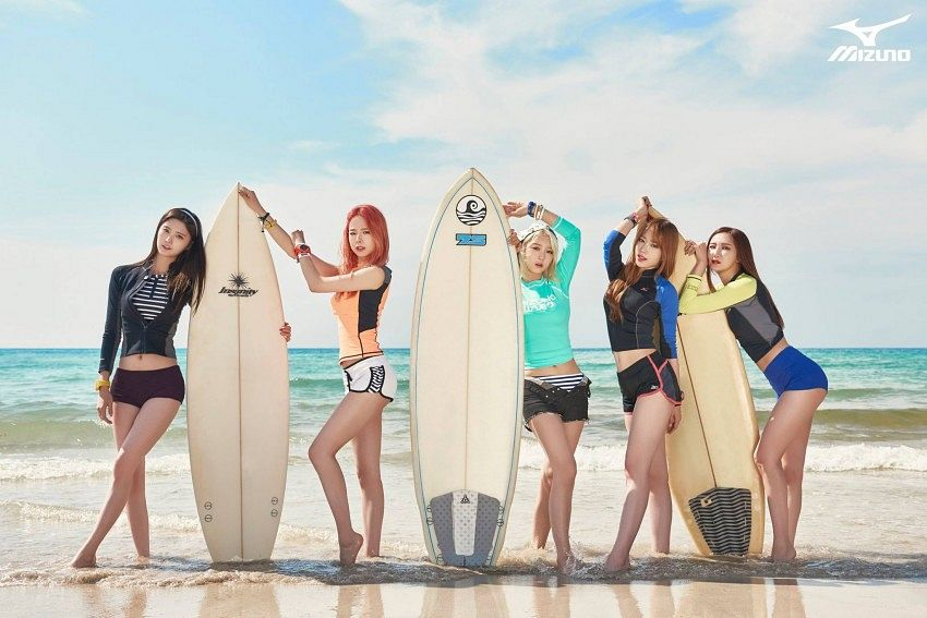 Tags: K-Pop, EXID, Heo Solji, Le, Hani, Park Junghwa, Seo Hyerin, Barefoot, Black Shorts, Blue Shirt, Group, Five Girls