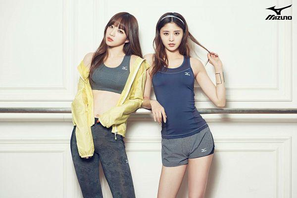 Tags: K-Pop, EXID, Hani, Park Junghwa, Bra, Text: Brand Name, Sports Bra, Two Girls, Midriff, Duo, Black Pants, Gray Shorts