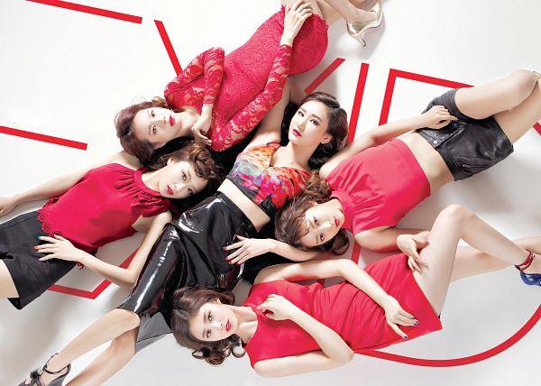 Tags: K-Pop, EXID, Le, Hani, Park Junghwa, Seo Hyerin, Heo Solji, Text: Artist Name, Group, Black Shorts, Leather Skirt, Midriff