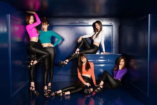 Tags: K-Pop, EXID, Up & Down, Le, Hani, Park Junghwa, Seo Hyerin, Heo Solji, Blue Shirt, Full Group, Leg Up, Hair Up
