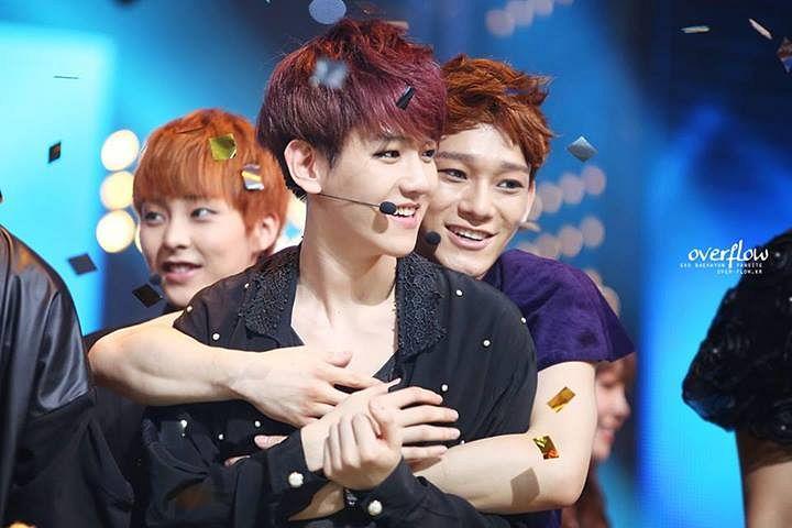 Tags: K-Pop, EXO, Chen, Xiumin, Byun Baekhyun, Blue Background, Blue Shirt, Confetti, Hug, Hug From Behind, Hand On Chest, Overfow