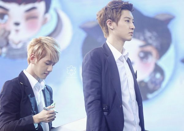 Tags: K-Pop, EXO, Chanyeol, Byun Baekhyun, Looking Down, Duo, Eyes Closed, Matching Outfit, Two Males, Love Drunk