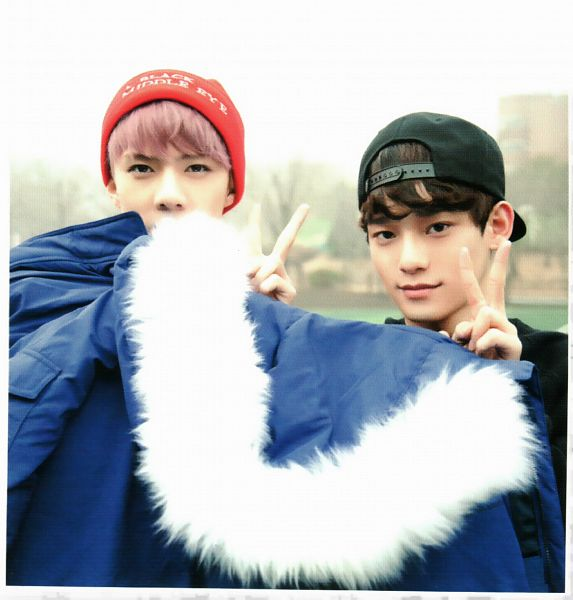 Tags: K-Pop, EXO, Chen, Sehun, Hat, Black Headwear, Covering Mouth, Baseball, Two Males, Baseball Cap, Duo, V Gesture