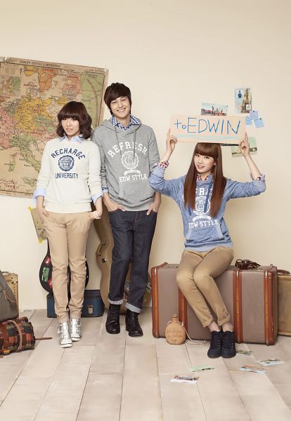 Tags: K-Drama, K-Pop, Miss A, Bae Suzy, Min, Kim Bum, Trio, Grin, Gray Shirt, Blue Shirt, Map, Medium Hair