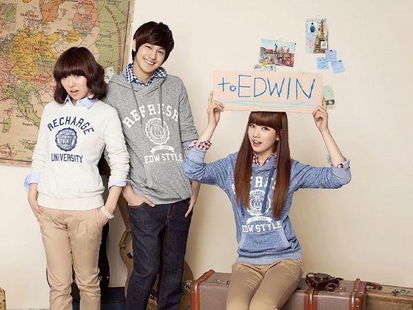 Tags: K-Pop, K-Drama, Miss A, Bae Suzy, Min, Kim Bum, Trio, Gray Shirt, Map, Grin, Blue Shirt, Medium Hair