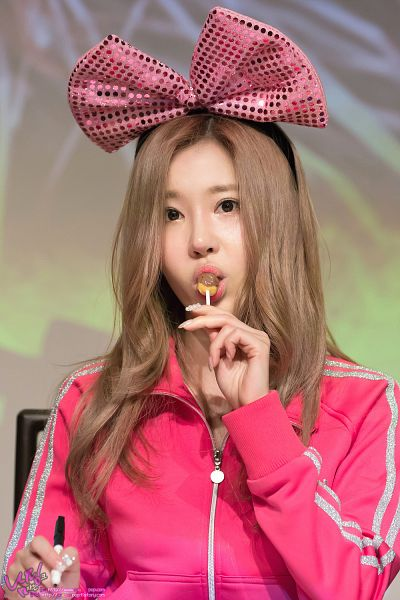 Tags: Crayon Pop, Ellin, Lollipop, Pink Bow, Candy, Pink Outerwear, Pink Jacket, Eating, Hair Bow, Bow, Android/iPhone Wallpaper