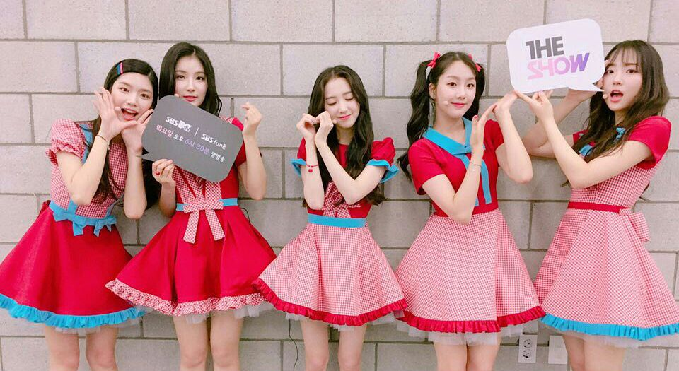 Tags: Hunus Entertainment, Television Show, K-Pop, Elris, Bella, Lee Yukyung, Karin, Hyeseong, Kim Sohee (Elris), Twin Tails, Red Shirt, Quintet
