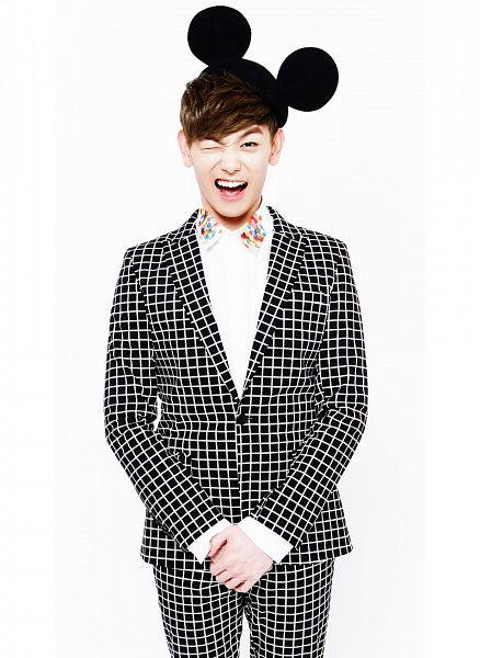 Tags: K-Pop, Ooh Ooh, Eric Nam, Wink, Animal Ears, Suit, Light Background, White Background, Black Headwear, Android/iPhone Wallpaper