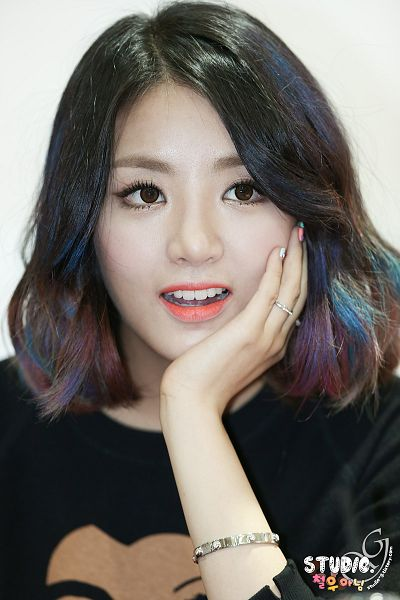 Tags: K-Pop, Ladies Code, EunB, Black Shirt, White Background, Multi-colored Hair, Hand On Cheek, Hand On Head, Light Background