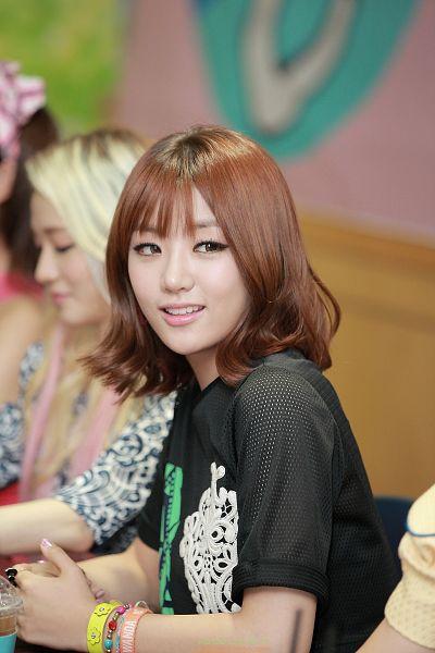 Tags: K-Pop, Ladies Code, EunB, Looking Away, Medium Hair, Android/iPhone Wallpaper