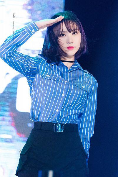 Tags: K-Pop, G-friend, Eunha, Looking Ahead, Bangs, Choker, Belt, Striped Shirt, Skirt, Striped, Black Skirt, Closed Mouth