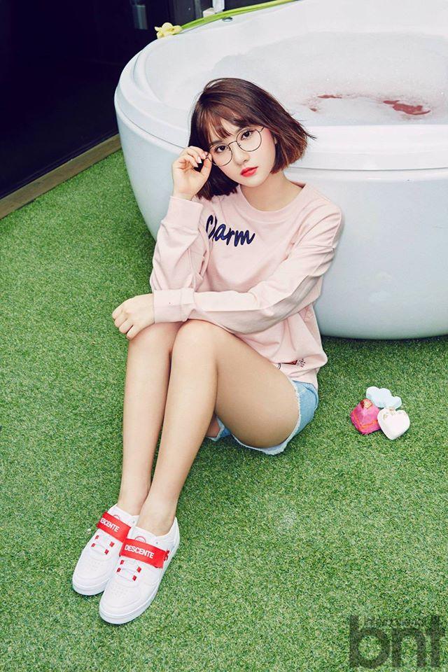 Tags: K-Pop, G-friend, Eunha, Bent Knees, Sitting, Glasses, Bathtub, Bathroom, International Bnt, Magazine Scan