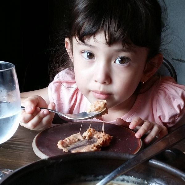 Tags: Evelyn Douma, Food, Cup, Silverware, Eating, Glass (Cup), Pink Shirt, Wine Glass, Medium Hair, Child