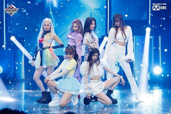 Tags: K-Pop, Everglow, Wang Yiren, Kim Sihyeon, Aisha, E:U, Onda, Mia