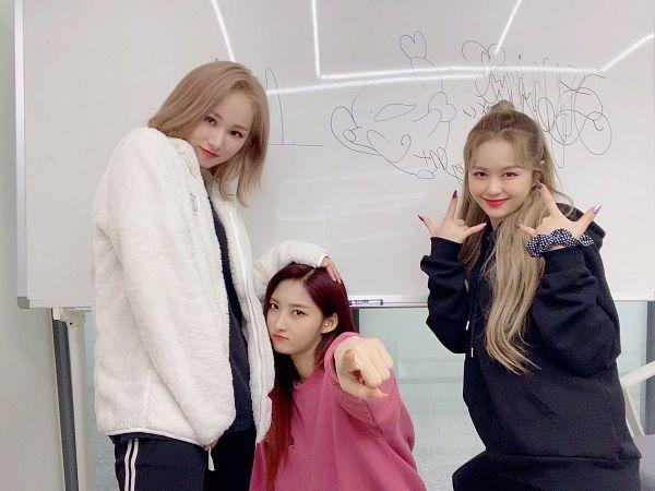 Tags: K-Pop, Everglow, Kim Sihyeon, E:U, Mia