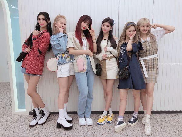 Tags: K-Pop, Everglow, Wang Yiren, Kim Sihyeon, Onda, Mia, Aisha, E:U