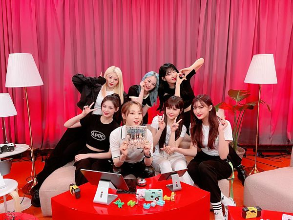 Tags: K-Pop, Mamamoo, Everglow, Kim Sihyeon, Moonbyul, Wang Yiren, Onda, Mia, Aisha, E:U