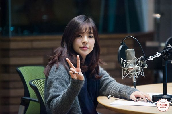 Tags: Girls' Generation, Sunny, Sweater, Scarf, Bangs, Blue Neckwear, V Gesture, Sitting, Microphone, Closed Mouth, Sitting On Chair, Wallpaper