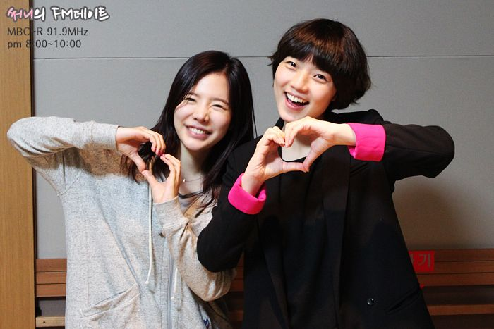 Tags: K-Pop, Girls' Generation, Ahn Young-mi, Sunny, Two Girls, Black Jacket, Duo, Gray Background, Heart Gesture, Gray Shirt, Black Shirt, Necklace
