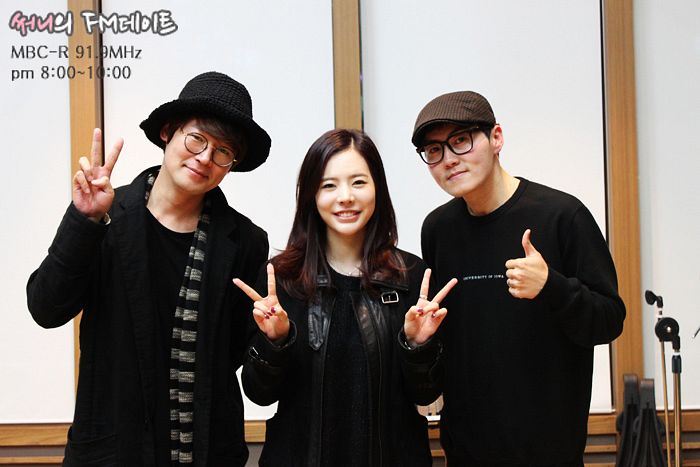 Tags: Girls' Generation, Noel, Lee Sang-gon, Sunny, Kang Kyun-sung, Glasses, Thumbs Up, Black Shirt, V Gesture, Black Headwear, Black Jacket, Trio