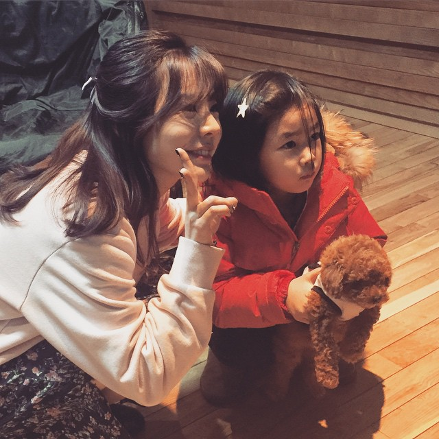 Tags: Girls' Generation, Sunny, Medium Hair, Red Jacket, Sweater, V Gesture, Two Girls, Duo, FM Date