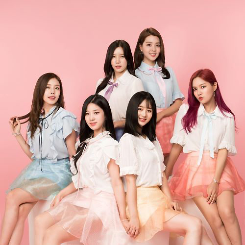 Tags: K-Pop, Berry Good, Seoyul, Gowoon, Taeha, Johyun, Kang Sehyung, Daye, Pink Background, Red Hair, Blue Skirt, Skirt
