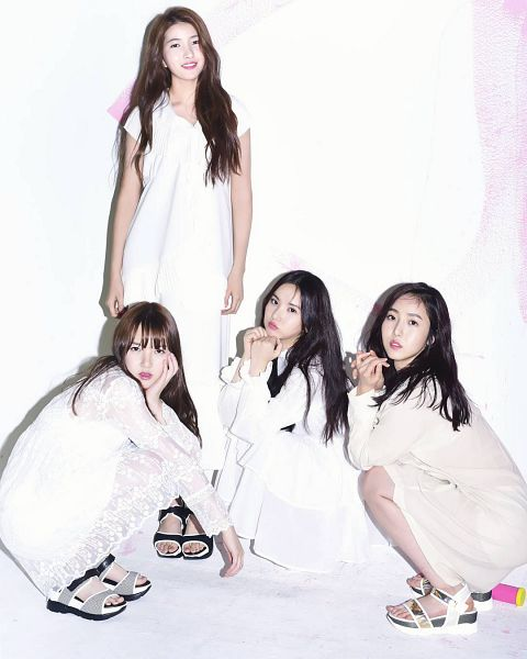 Tags: K-Pop, G-friend, Jung Yerin, SinB, Eunha, Sowon, Sandals, Four Girls, Crouching, White Dress, White Outfit, Quartet