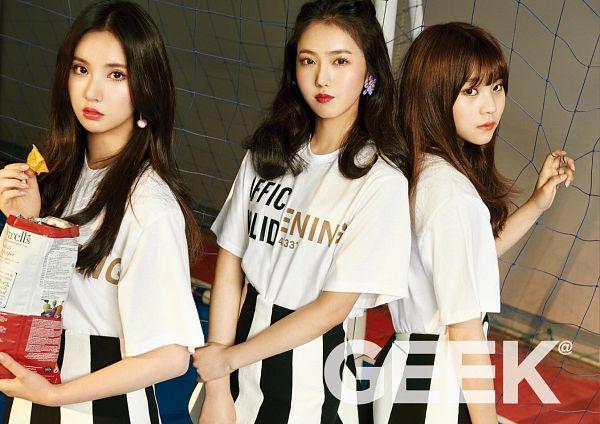 Tags: K-Pop, G-friend, Eunha, Umji, SinB, Three Girls, Red Lips, Trio, Wallpaper, Magazine Scan, Geek