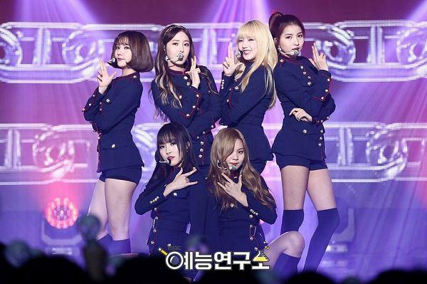 Tags: K-Pop, G-friend, Eunha, Umji, Yuju, Sowon, Jung Yerin, SinB, Blonde Hair, Standing, Stage, Short Hair