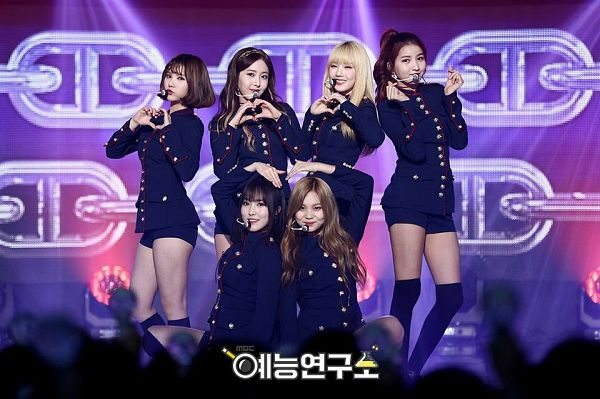 Tags: K-Pop, G-friend, SinB, Eunha, Umji, Yuju, Sowon, Jung Yerin, Full Group, Blonde Hair, Standing, Stage