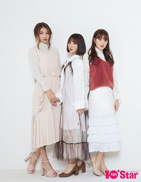 Tags: K-Pop, G-friend, Sowon, Jung Yerin, Eunha, Pink Dress, White Outfit, Trio, Pink Outfit, Skirt, Holding Hands, Full Body