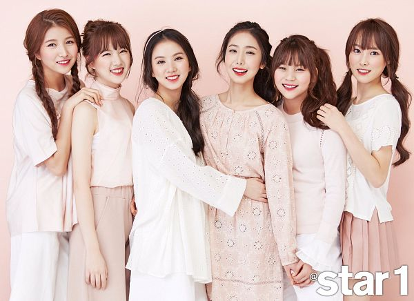 Tags: K-Pop, G-friend, Sowon, Jung Yerin, SinB, Eunha, Umji, Yuju, Holding Hands, Braids, Hug, Single Bun