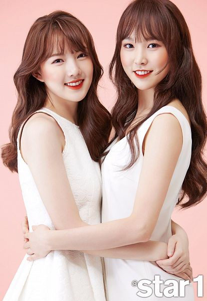 Tags: K-Pop, G-friend, Jung Yerin, Yuju, Simple Background, Bare Shoulders, Duo, White Dress, Sleeveless Dress, Red Lips, Sleeveless, Pink Background