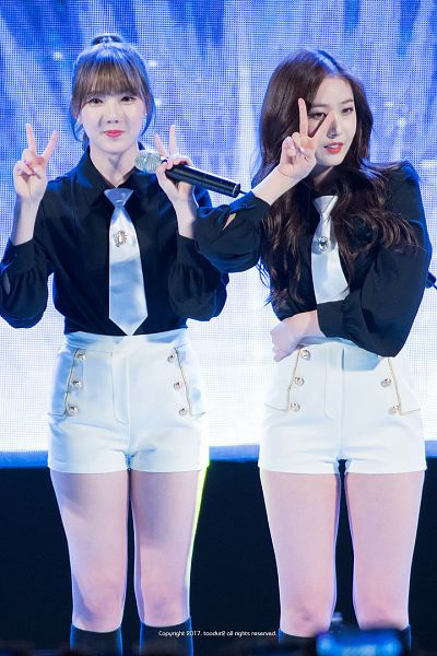 Tags: K-Pop, G-friend, SinB, Jung Yerin, Standing, Black Shirt, Shorts, V Gesture, White Shorts, Hair Up, Microphone, Two Girls