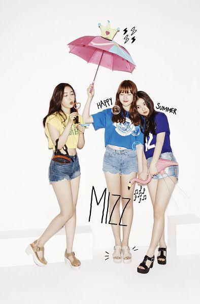 Tags: K-Pop, G-friend, Jung Yerin, SinB, Eunha, Eyes Closed, Mask, Light Background, Blue Shorts, Shorts, Umbrella, Denim Shorts