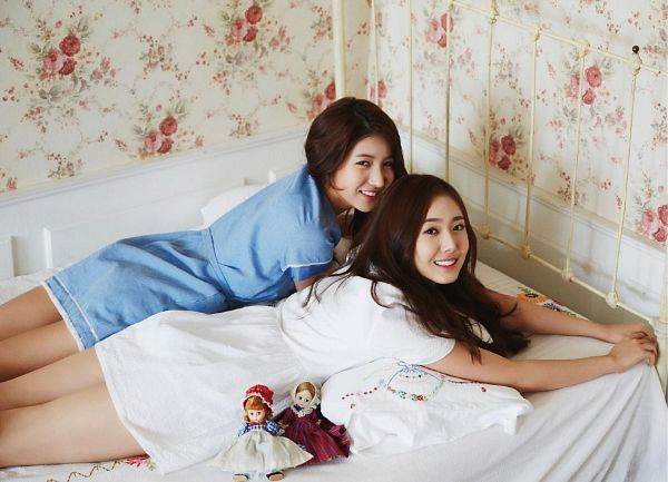 Tags: K-Pop, G-friend, SinB, Sowon, Laying Down, Blue Outfit, White Outfit, Toy, Duo, Laying On Stomach, Doll, Bed