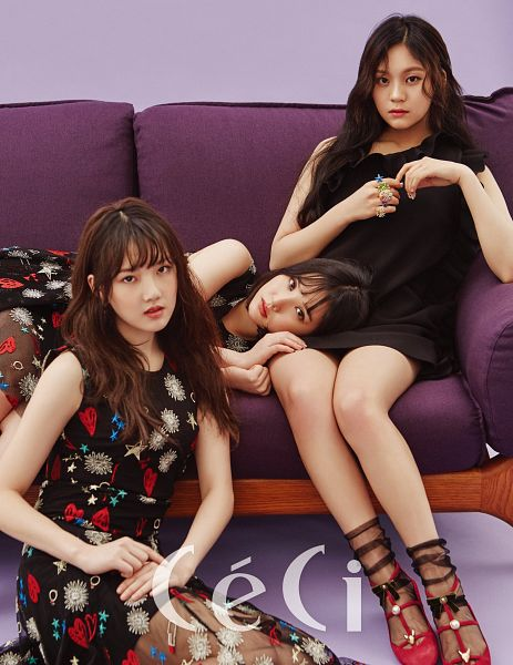 Tags: K-Pop, G-friend, Umji, Jung Yerin, Eunha, Laying Down, Sitting On Couch, Sleeveless, Sleeveless Dress, Lap Pillow, Trio, Couch