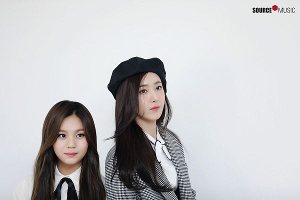 Tags: K-Pop, G-friend, Umji, SinB, Duo, Light Background, Looking Ahead, White Background, Two Girls, Hat