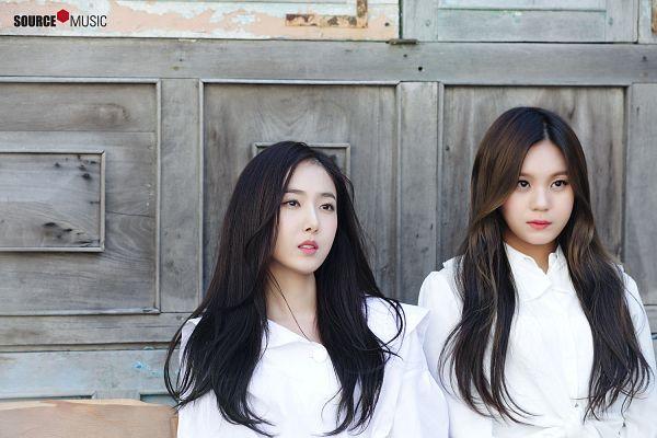 Tags: K-Pop, G-friend, SinB, Umji, Duo, Serious, Looking Ahead, Two Girls