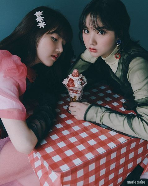 Tags: K-Pop, G-friend, Jung Yerin, Eunha, Table, Pink Outfit, Sweets, Hair Clip, Hair Ornament, Two Girls, Fruits, Black Gloves