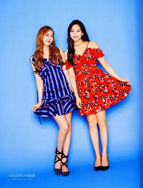 Tags: K-Pop, G-friend, Umji, SinB, Two Girls, Red Dress, Blue Outfit, Blue Background, Red Outfit, Duo, Red Hair, Blue Dress